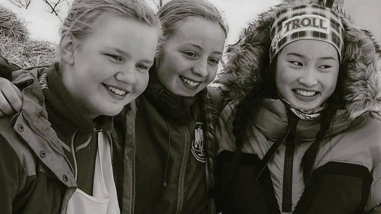 Europamestere i langdistanse hundekjøring for junior 2016. Sølvmedalje til Ella Aasheim Kjøsnes fra Røros, Hanna Lyrek fra Alta tok gullmedalje, og Sara Renôfeldt, Sverige, fikk bronse. Femundløpet 2016